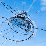 賃貸の窓ガラスに入った亀裂は誰の負担で直す?